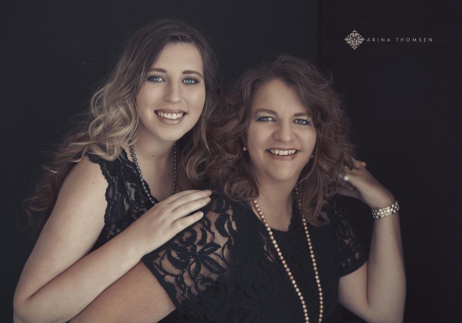 Beci&Amber _ Arina Thomsen Photography Southeast KansasTulsa Oklahoma Bartlesville OK Joplin Mi Independence Ks Coffeyville Ks - Pittsburg Ks - Parsonsn Ks
